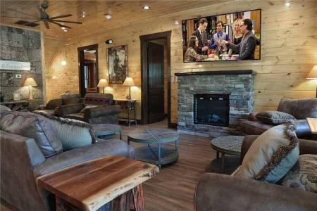 Downtown Gatlinburg Luxury Big Cabin Resort - Cherokee